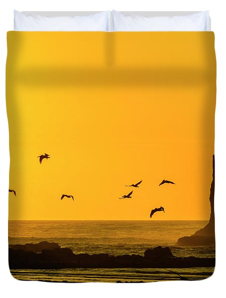 James Island And Pelicans Duvet Cover
