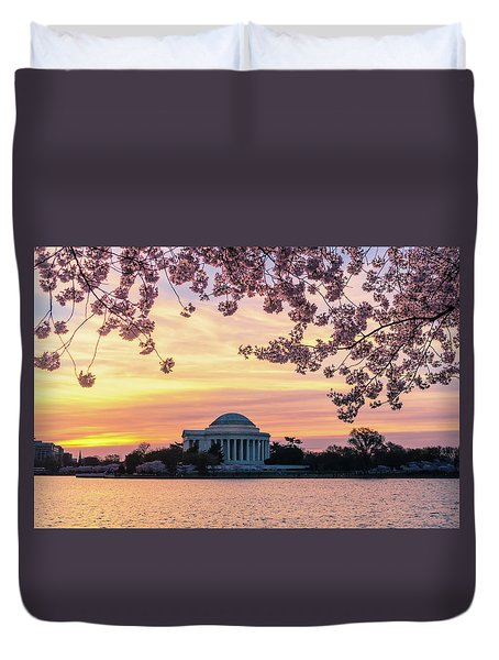 Jefferson Memorial At Sunrise With Blossoms Duvet Cover