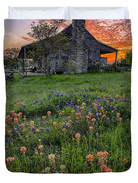 John P Coles Cabin And Spring Wildflowers At Independence - Old Baylor Park Brenham Texas Duvet Cover