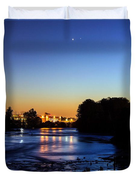 Jupiter And Venus Over The Willamette River In Eugene Oregon Duvet Cover