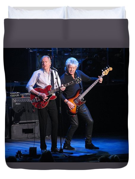 Duvet Cover featuring the photograph Justin And John In Concert 2 by Melinda Saminski