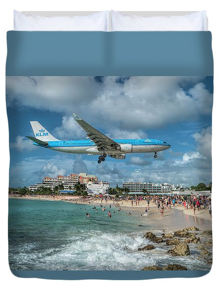 K L M A330 Landing At Sxm Duvet Cover