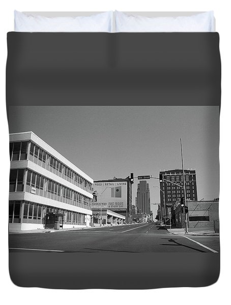 Duvet Cover featuring the photograph Kansas City - 18th Street Bw by Frank Romeo