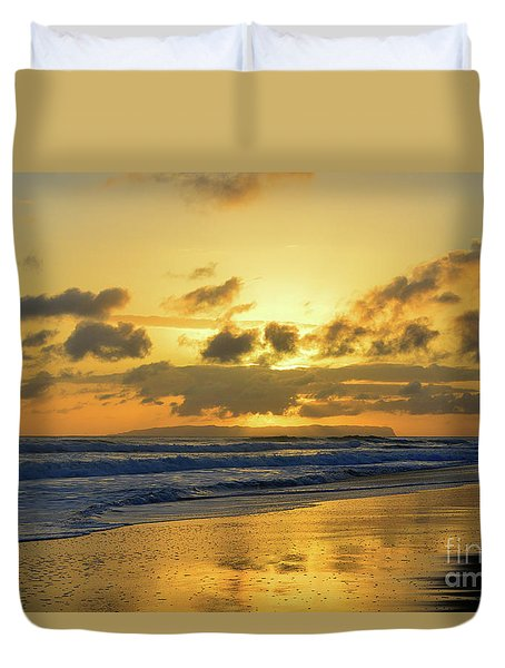 Kauai Sunset With Niihau On The Horizon Duvet Cover