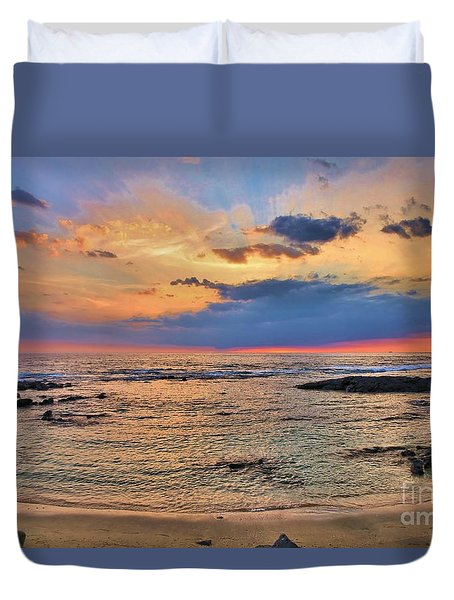 Duvet Cover featuring the photograph Keahuolu Point by DJ Florek