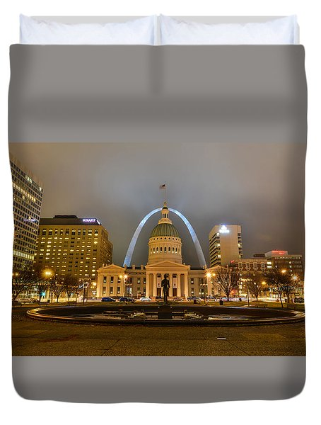 Kiener Plaza And The Gateway Arch Duvet Cover