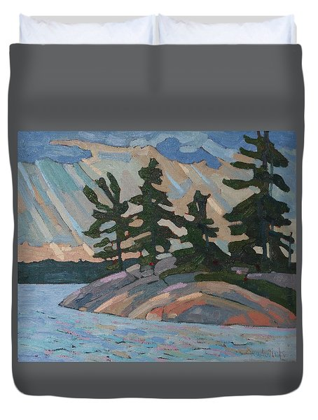 Killbear Pines And Morning Crepuscular Rays Duvet Cover