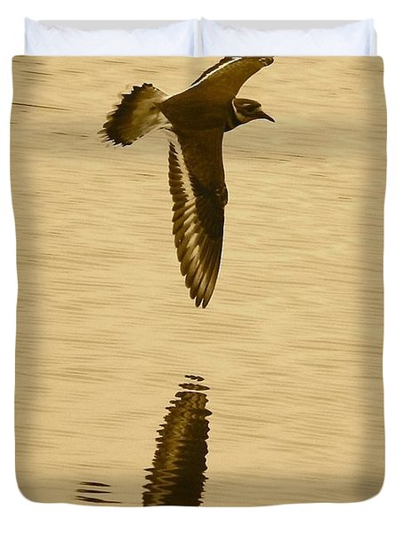 Killdeer Over The Pond Duvet Cover