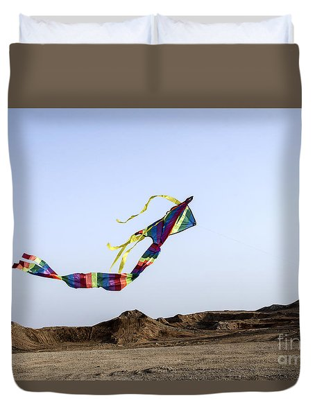 Kite Dancing In Desert 02 Duvet Cover