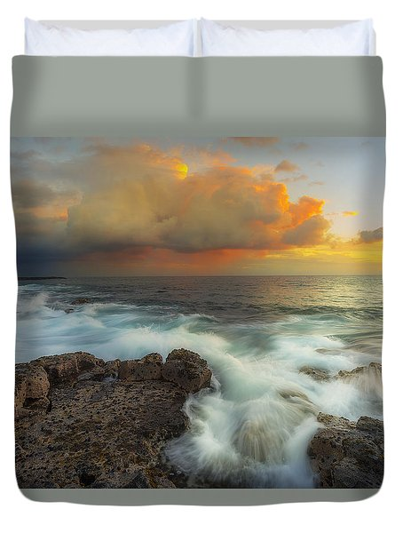 Duvet Cover featuring the photograph Kona Rush Hour by Ryan Manuel