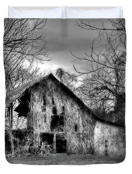 Kudzu Covered Barn In The Mississippi Delta Duvet Cover