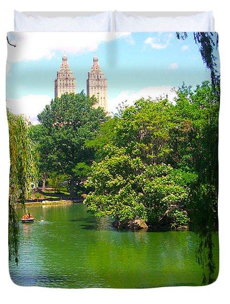 Lakeside In Manhattan, New York Duvet Cover