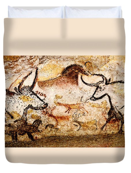 Lascaux Hall Of The Bulls - Deer And Aurochs Duvet Cover
