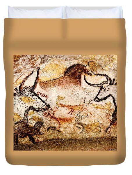 Lascaux Hall Of The Bulls - Deer Between Aurochs Duvet Cover