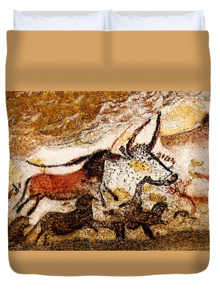 Lascaux Hall Of The Bulls - Horses And Aurochs Duvet Cover