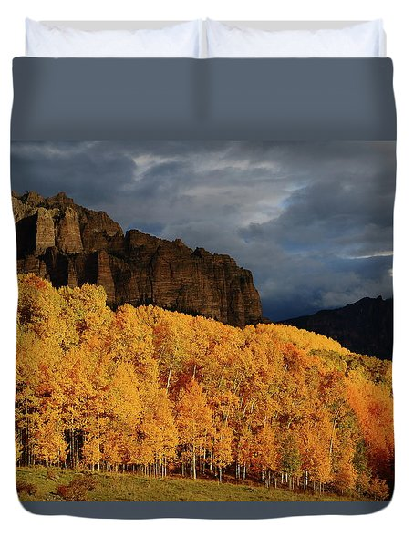 Late Afternoon Light On The Cliffs Near Silver Jack Reservoir In Autumn Duvet Cover