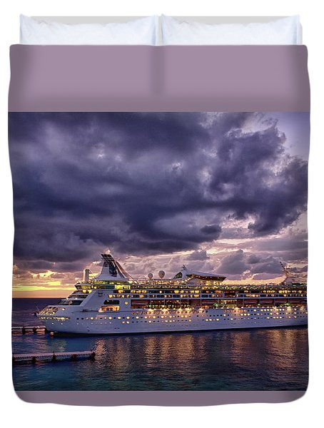 Late Arrival In Cozumel Duvet Cover