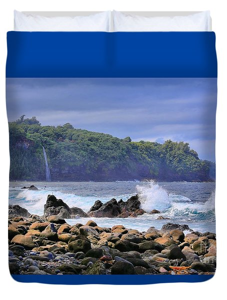 Duvet Cover featuring the photograph Laupahoehoe Point by DJ Florek