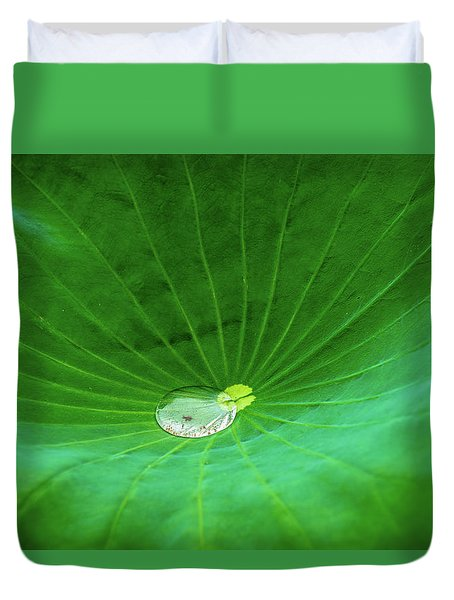 Leaf Cupping A Giant Water Drop Duvet Cover