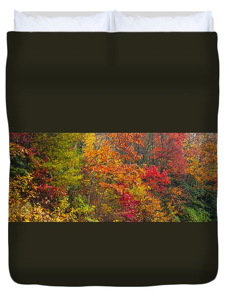 Duvet Cover featuring the photograph Leaf Tapestry by Rob Hemphill
