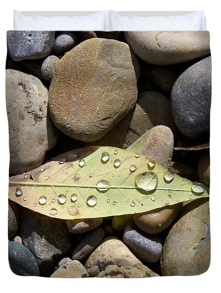 Leaf With Water Droplets In Rocks Duvet Cover