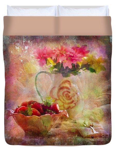Les Fraises Et Les Fleurs 2015 Duvet Cover