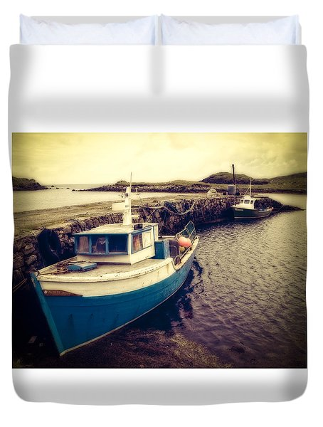Duvet Cover featuring the photograph Leverburgh Harbour Outer Hebrides by Ray Devlin