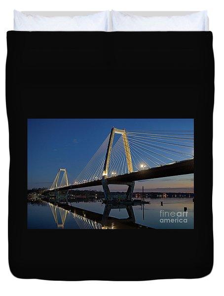 Duvet Cover featuring the photograph Lewis And Clark Bridge - D009999 by Daniel Dempster