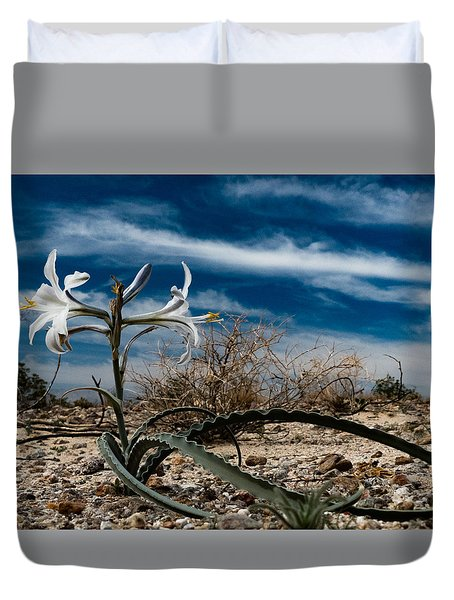 Life Amoung The Weeds Duvet Cover