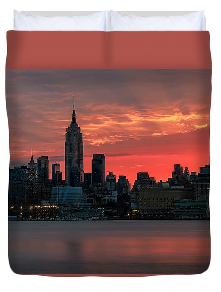 Light Ray's Of Nyc  Duvet Cover