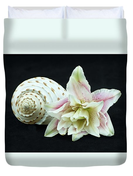 Lily And Shell Duvet Cover