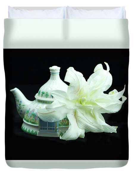 Lily And Teapot Duvet Cover