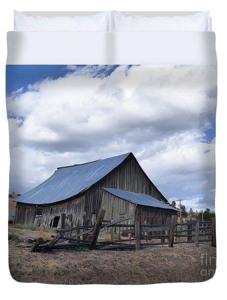 Lincoln County Barn Duvet Cover