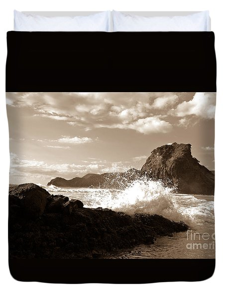 Lion Rock On Piha Beach, New Zealand Duvet Cover