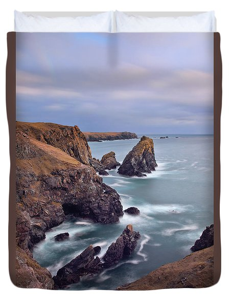 Lions Rock Near Kynance Duvet Cover