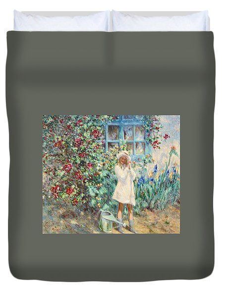 Little Girl With Roses  Duvet Cover