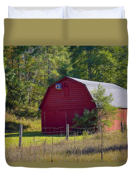 Duvet Cover featuring the photograph Little Red Barn by Gary Hall