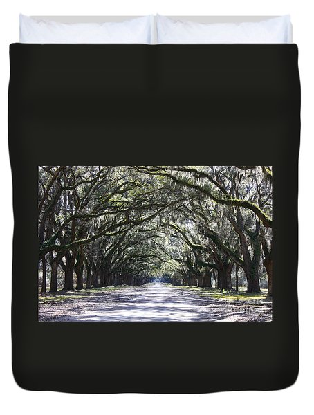 Live Oak Lane In Savannah Duvet Cover