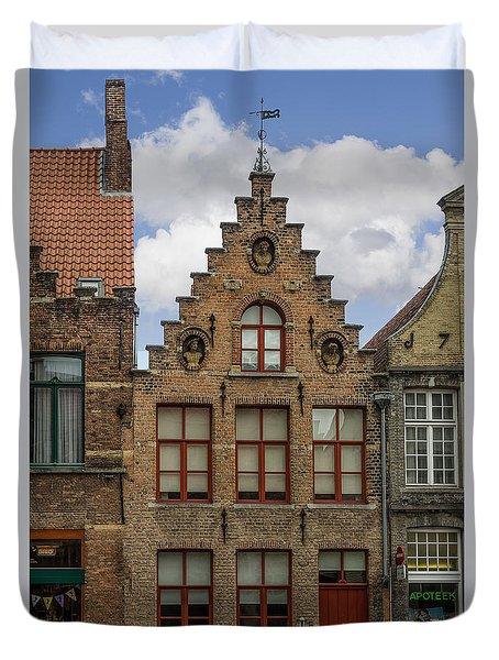 Living In 1676 Duvet Cover