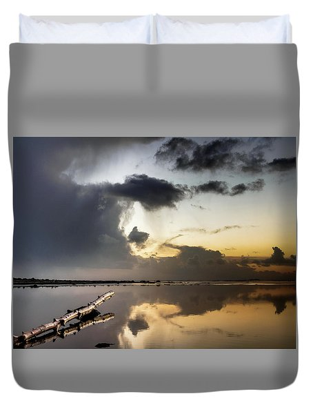 Log Pointing To Sunset Duvet Cover