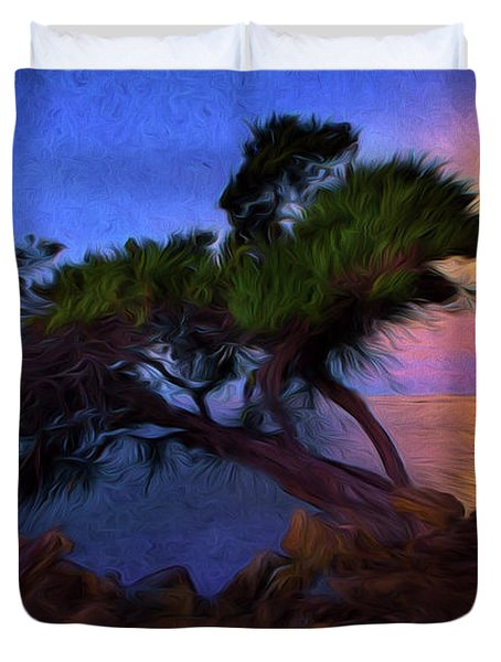 Lone Tree On Pacific Coast Highway At Moonset Duvet Cover