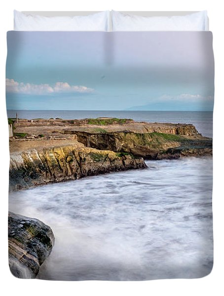Long Exposure Of Waves Against The Cliff With Lighthouse In Shot Duvet Cover