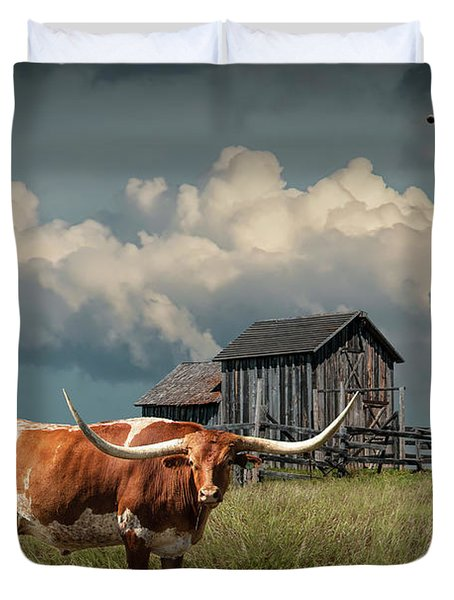 Longhorn Steer In A Prairie Pasture By Windmill And Old Gray Wooden Barn Duvet Cover