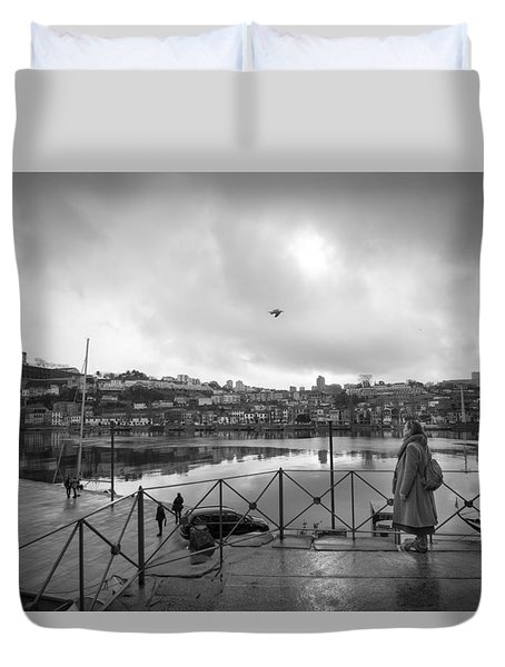 Looking And Passing By Duvet Cover