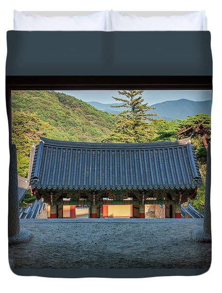 Looking Outward Duvet Cover