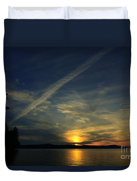 Duvet Cover featuring the photograph Looking West by Mim White