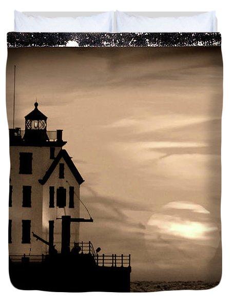 Lorain Lighthouse - Lake Erie - Lorain Ohio Duvet Cover