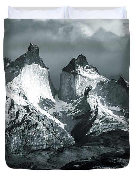 Los Cuernos In Black And White Duvet Cover by Andrew Matwijec