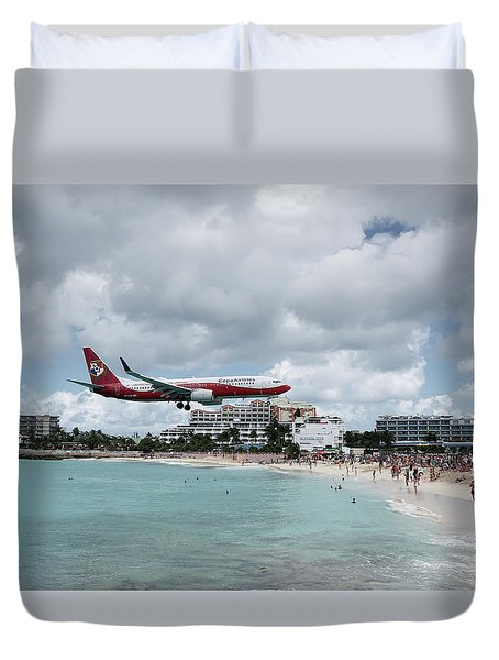 Low Landing At Sonesta Maho Beach Duvet Cover