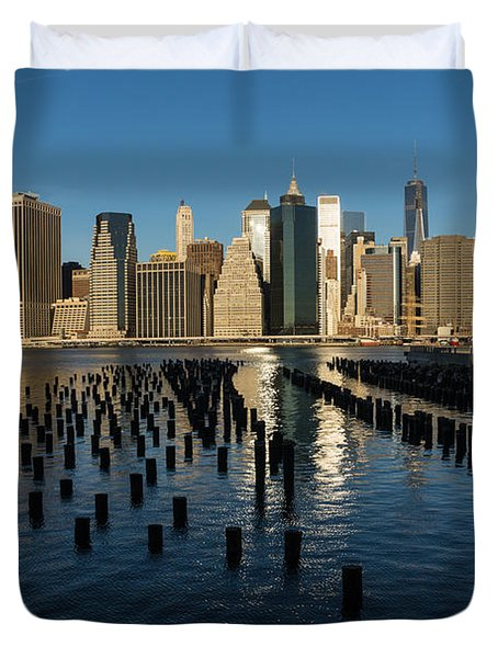 Luminous Blue Silver And Gold - Manhattan Skyline And East River Duvet Cover